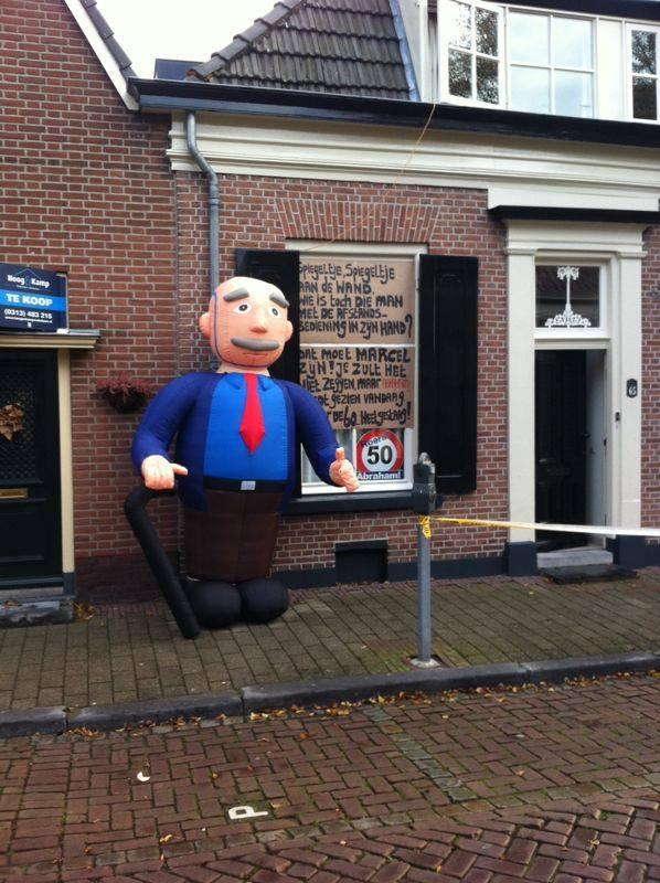 Opblaasbare Abraham voor je huis - HalveAbraham.nl