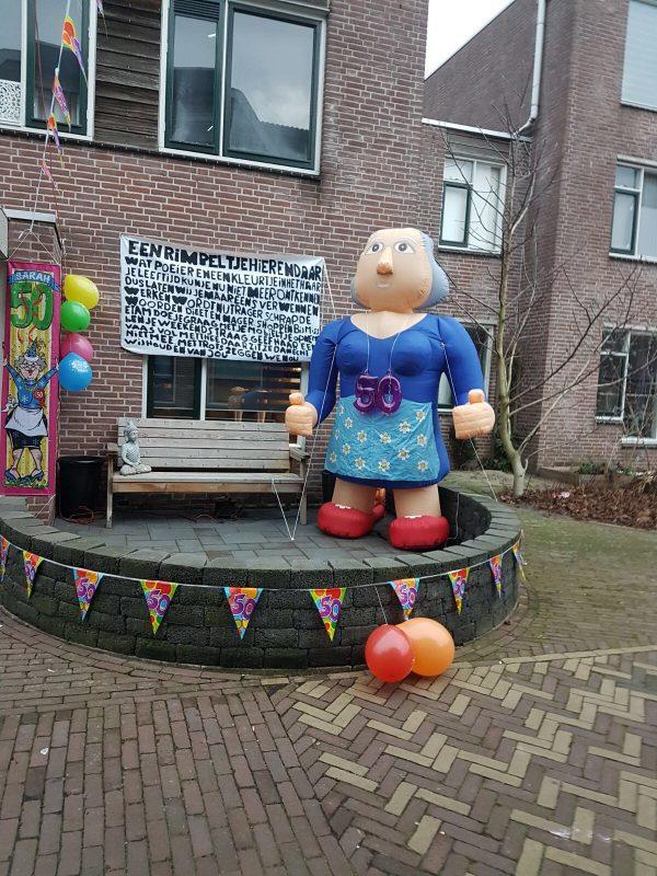 Opblaasbare Sarah in de tuin - HalveAbraham.nl